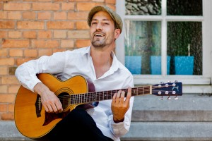 2017-07-07 - 17-10-35 - Concert Gypsy jazz duet at Vlerick Business school